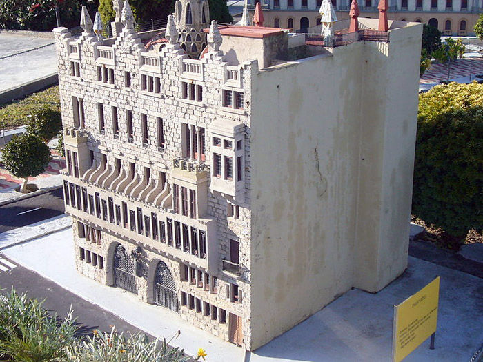 Audioguide of Catalunya in Miniature Park - Güell Palace