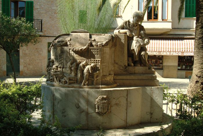 Visit to Llucmajor - Monument to the Shoemakers